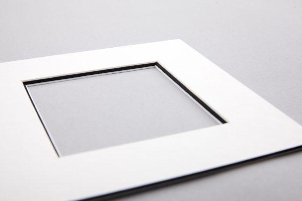 STANDARD MONOCHROME WHITE/BLACK/WHITE MOUNTBOARD